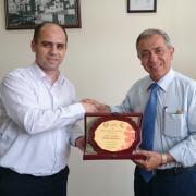 عميد كلية الهندسة يكرم الدكتور رياض عبدالكريم